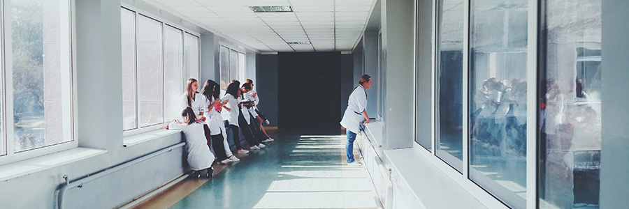 3 razones para contratar un acompañante hospitalario nocturno