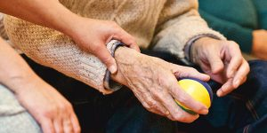 ¿Cuáles son las funciones de un servicio de cuidado de enfermos a domicilio?